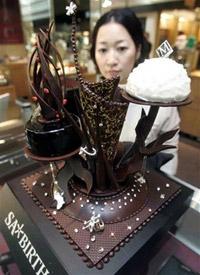 Рождественский торт, украшенный сотней бриллиантов
