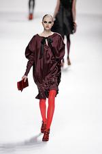 Тренд осени: красные колготки
