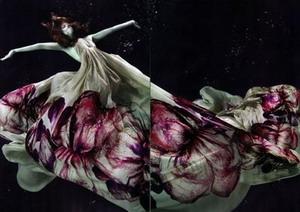 Великолепная подводная фотосессия  для журнала Numero Tokyo