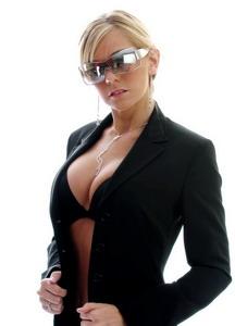 Женский деловой стиль: как правильно себя подать.