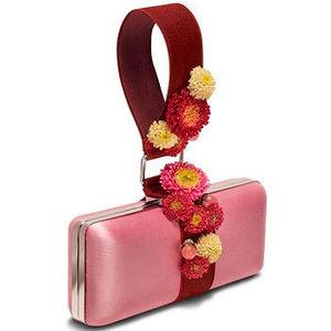 В Петровском Пассаже откроется выставка сумок Kenzo.
