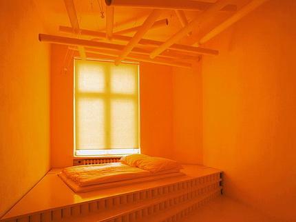 """Отели мира: отдых в """"оранжевой"""" комнате."""