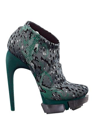 Шнуровать обувь купить размеров где кинг больших продаже есть.  Джинсы для где америке в купить обувь недавно.