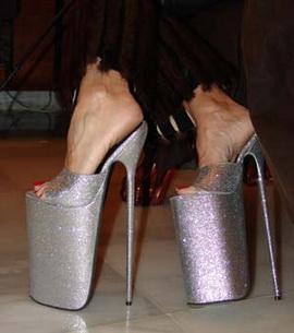 А вы умеете ходить на каблуках?