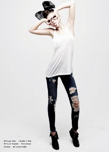 Рваные джинсы - тренд сезона!