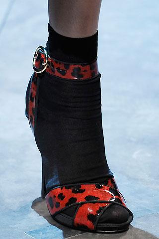 Невозможное возможно: носки с босоножками