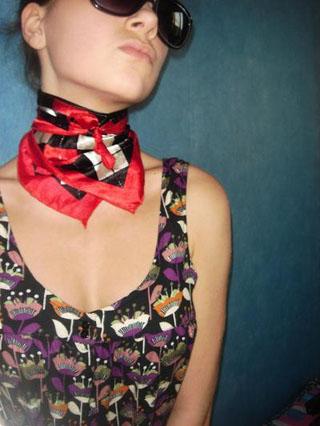 Как можно носить платок этим летом