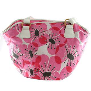 Главная особенность пляжной сумки - это ее практичность.