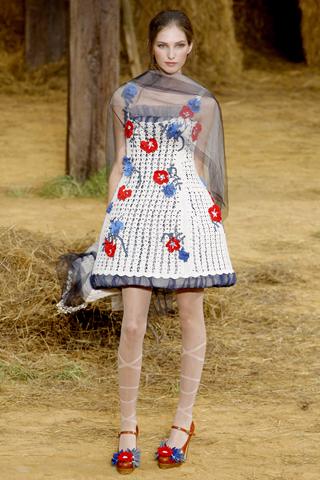 Как носить вещи с принтом этим летом. Звериный и цветочный принты