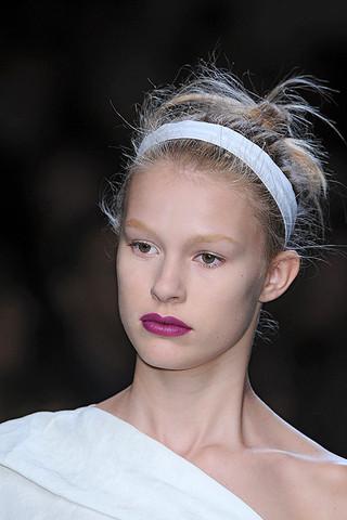 Модный тренд осени: повязки на голову