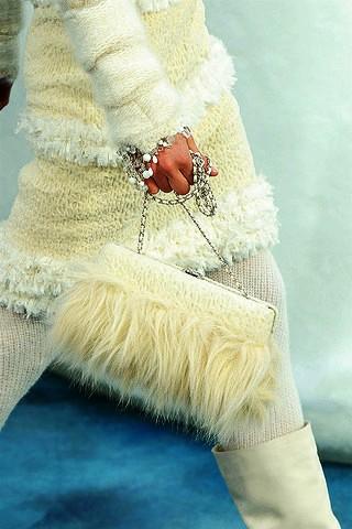 Меховые сумки – хит наступающей зимы