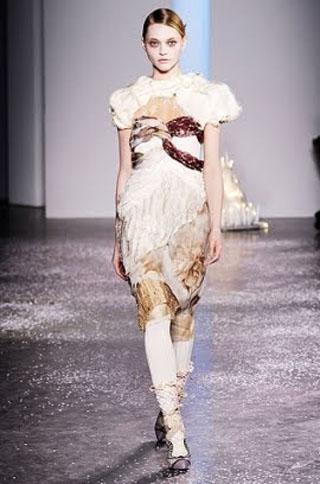 Модный зимний тренд – белые колготы