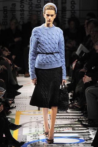 Как правильно сочетать свитер с юбкой