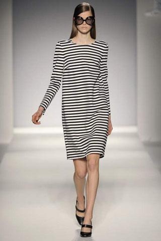 Предлагаем Вашему вниманию коллекцию одежды MaxMara весна 2011.