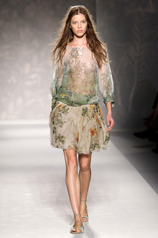 Автор:Admin.  Модные шифоновые платья лета 2011.