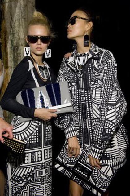 Создавая этнический стиль в одежде, никогда не смешивайте разные...