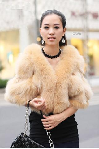 Модные меховые жилеты