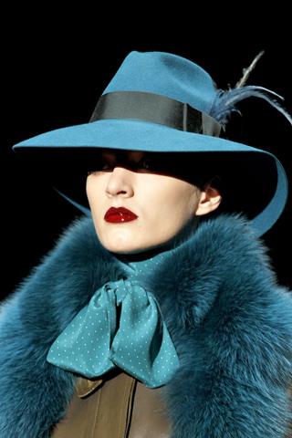 Модные головные уборы зима 2012