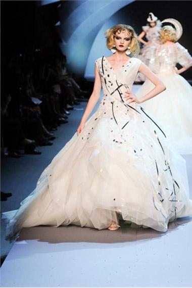 Новости Украины: Свадебные платья от кутюр сезона осень-зима 2011-2012