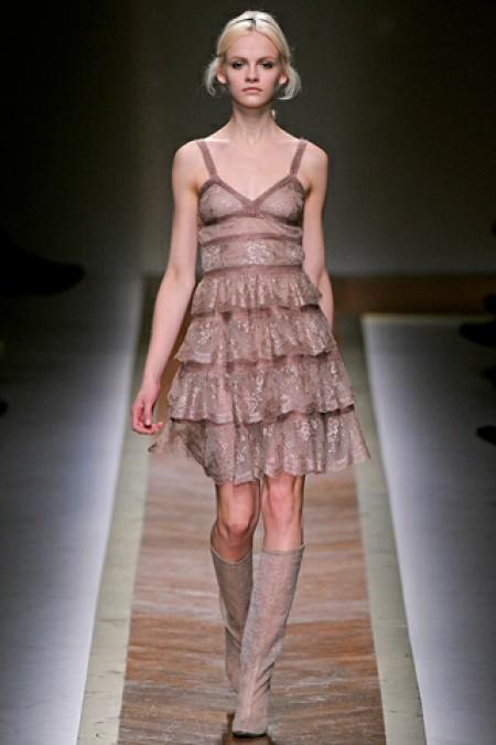 Стильные и модные платья на Новый год 2012