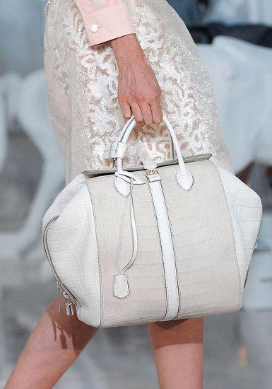Как выбрать сумку в подарок для девушки