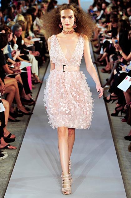 Модные кружевные платья весна-лето 2012