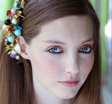 Тонкости подбора макияжа весна-лето 2012