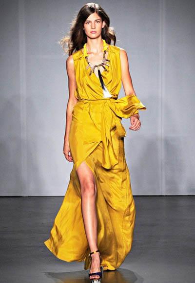 Актуальные вечерние и выпускные платья 2012 года