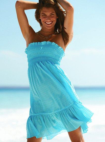 Актуальные модели пляжных платьев 2012