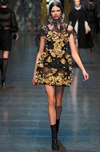 Модные платья с элементами нижнего белья