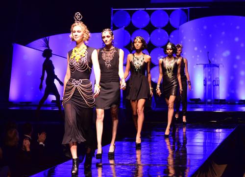 Модный тренд осени 2012 – роскошное платье