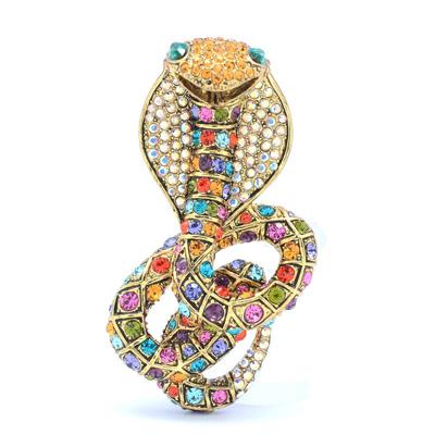 Стильные аксессуары со змеями