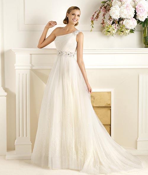 Самые знаменитые дизайнеры представили свои новые коллекции на 2013 год на ежегодной неделе свадебной моды в Барселоне. Красивый праздник украсили собой