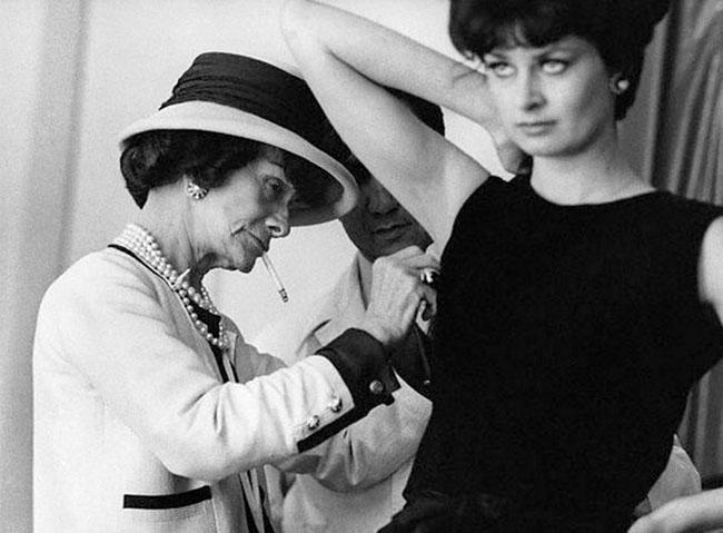 Достаточно много вещей, придуманных Коко Шанель, стали классикой,  актуальной даже сегодня, и, вероятно, никогда не выйдут из моды. 15bb1f3b1c9